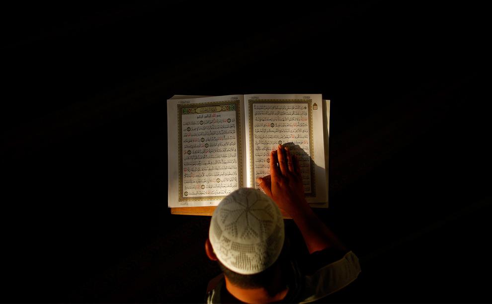 O Que é Melhor: A Leitura do Alcorão ou Ouvi-lo Recitado em Áudio?